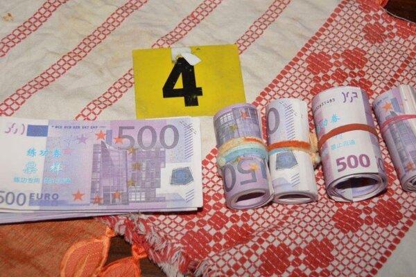 Zaistené falošné bankovky.