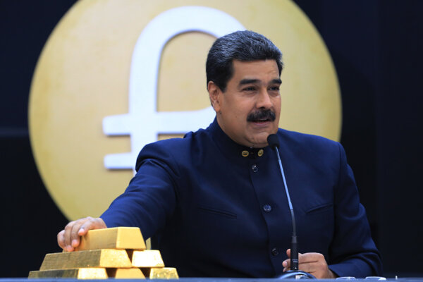 Nicolás Maduro so zlatými tehličkami.