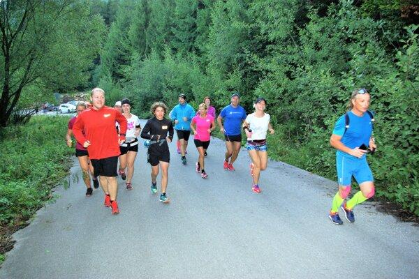 Bežci sa stretávajú raz do týždňa avždy jeden znich vyberie trasu.