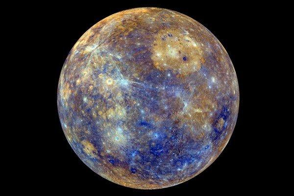 Okolo Merkúra krúži sonda Messenger. Zmapovala jeho povrch.