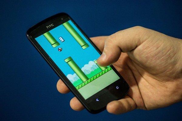 Flappy Bird si oficiálne nestiahnete. Ak už hru máte, môžete hrať aj naďalej.