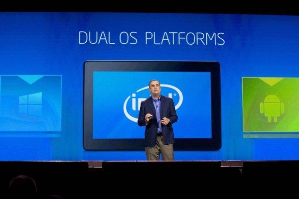CEO spoločnosti Intel, Brian Krzanich hovorí o dual OS platformách Windows a Android počas príhovoru na Inernational Consumer Electronics Show v Las Vegas.