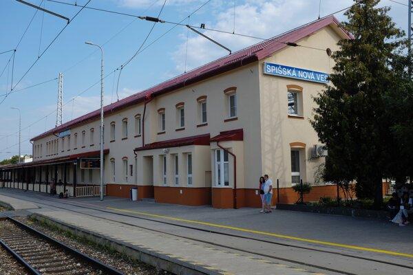Staničná budova v Spišskej Novej Vsi krátko pred ukončením rekonštrukcie.