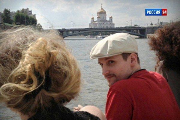 Snowdena nedávno odfotili  na výletnej lodi v Moskve.