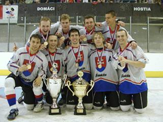 deväť turčianksych majstrov v hokejbale juniorov.