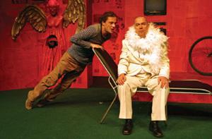 víťazná inscenácia, v ktorej herecky exceloval martin horňák (vpravo) a marek geišberg.