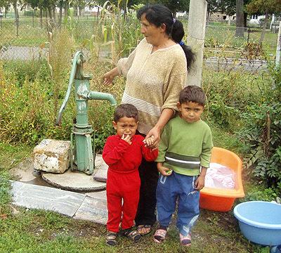 """""""periem vo vode z našej studne vo dvore. syn marek má hnačky už skoro dva mesiace. zbytočne dodržiava diétu aužíva lieky,"""" tvrdí klára ráczová."""