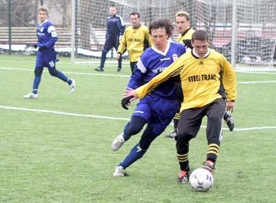 futbalisti b. bystrice sa na umelej tráve pripravovali aj minulú zimu a napokon v lige do poslednej chvíle bojovali o majstrovský titul.