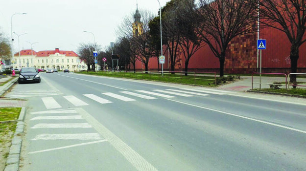Priechod sa nachádza na ulici M. R. Štefánika.