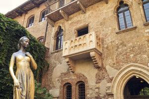 Júliin balkón je za poplatok k dispozícii všetkým zaľúbencom.