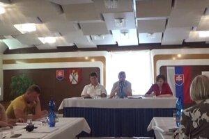 Júnové zastupiteľstvo vo Veľkom Slavkove bolo s účasťou 8 poslancov.