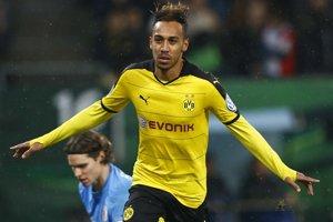 Pierre-Emerick Aubameyang strelil oba góly Dortmundu.