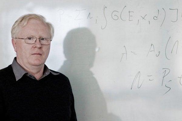 Prof. RNDr. Jozef Masarik, DrSc. (1959) vyštudoval odbor jadrová fyzika na MFF UK v Bratislave, kde pracuje od roku 1983. V deväťdesiatych rokoch bol na dlhodobých pobytoch v Los Alamos National Laboratory v USA, na Max-Planck-Institut fuer Chemie v n