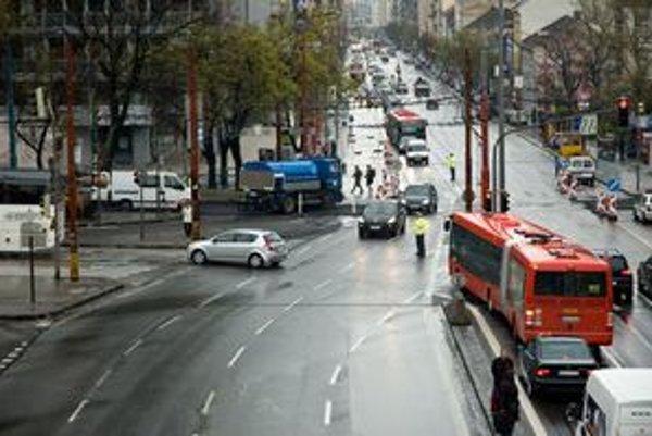 Oprava električkovej trate rozširuje zápchy po celom centre mesta.