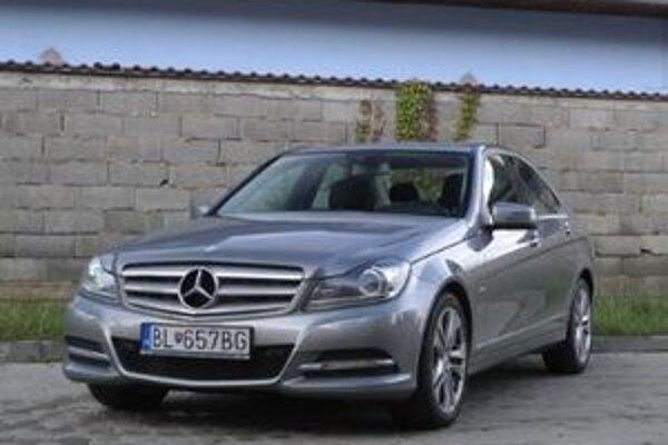 Štvorvalcový diesel 250 CDI ťahá v celom spektre otáčok, avšak je pomerne hlučný. Kombinácia spotreby a výkonu vychádza v prospech Mercedesu.
