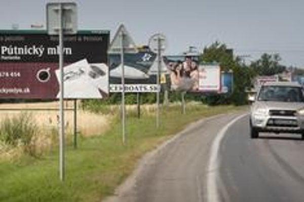 Od bilbordových firiem si kupujeme plochy, ktoré museli byť postavené legálne, hovoria zadávatelia reklamy.