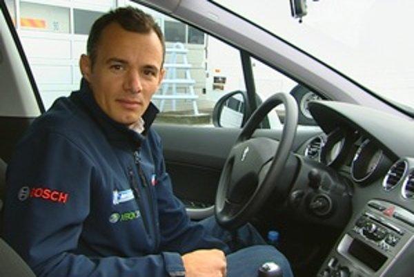 Cestu súťaže Peugeot Eco Cup prešiel vopred aj víťaz pretekov v Le Mans a bývalý jazdec rely, Stephane Sarrazin.