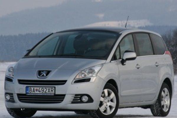 Peugeot 5008 má veľmi triezvy dizajn s dobre navrhnutým predným stĺpikom medzi čelným oknom a dverami.