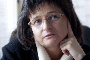 Mgr. Tatiana Kluvánková-Oravská, PhD. je ekologickou ekonómkou. Je riaditeľkou Centra transdisciplinárnych štúdií inštitúcií, evolúcie a politík (CETIP) Prognostického ústavu SAV a zástupkyňa riaditeľ PÚ SAV. Venuje sa výskumu rozhodovania v podmienkach n