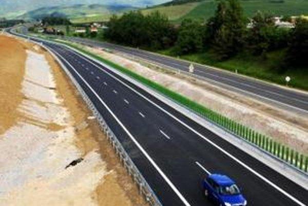 Od pondelka 7. júna 2010  je pre motoristov sprejazdnený nový diaľničný úsek z Jablonova až do Beharoviec v celkovej dĺžke viac ako 8,5 kilometra.