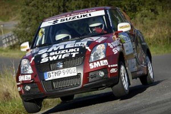 Swift má perfektný podvozok a nečakanú stabilitu pri dopade po skoku.