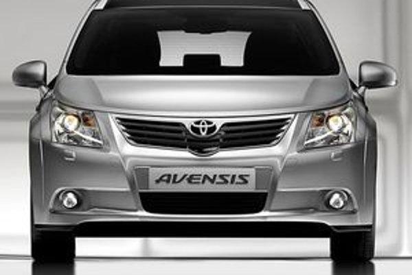 Nová výrazná tvár Avensisu prináša nebývalú odvahu zančky Toyota vykročiť odvážnejšie aj na poli dizajnu.