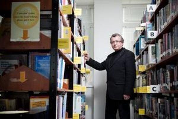 Prof. RNDr. Jozef Kelemen, DrSc. (1951), informatik. Zaoberá sa umelou inteligenciou, expertnými systémami, kognitívnou vedou, znalostným manažmentom a vedeckou esejistikou. Pochádza z Nových Zámkov. Vyštudoval matematiku so zameraním na ekonometriu n