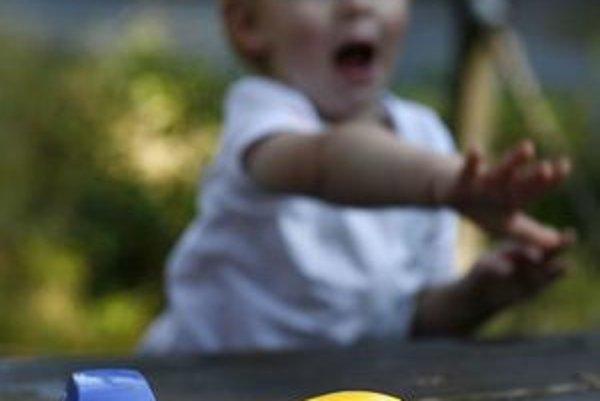 Bezpečné hračky pre najmenších  motoristov sú na rozdiel od čínskych hračiek neškodné.