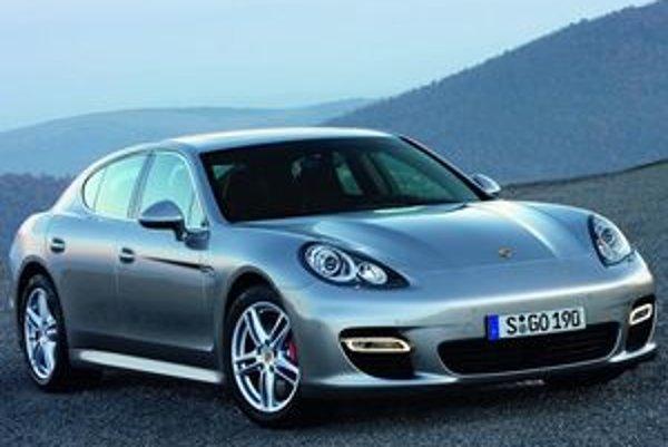 Základné línie karosérie pripomínajú legendárne kupé 911. Dizajnérom sa podarilo dosiahnuť koeficient odporu vzduchu na hranici Cx=0,29.