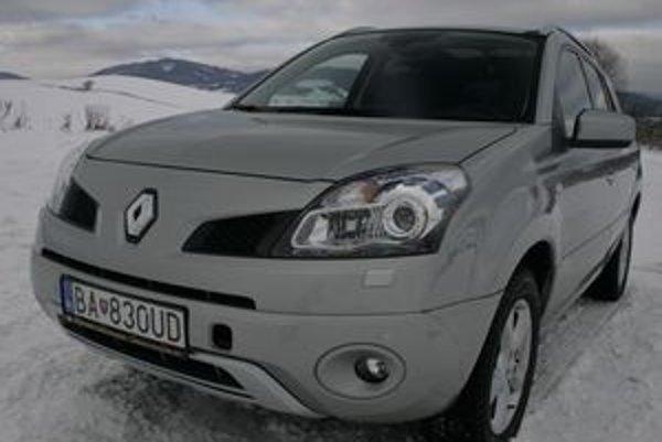 Nové  bezpečné SUV pomohlo Renaultu  dobehnúť stratené roky. V teréne mnohých prekoná a na ceste príde vhod vypínanie automatického pohonu oboch náprav. Na zasneženej ceste  auto lepšie zatáča v režime 2WD.