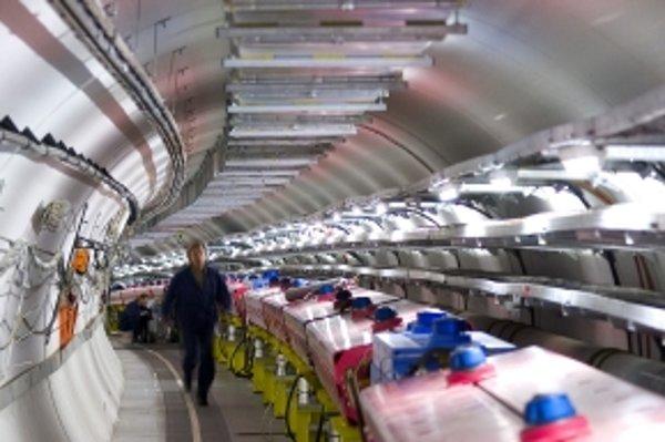Neutrína letia sedemsto kilometrov pod zemou.
