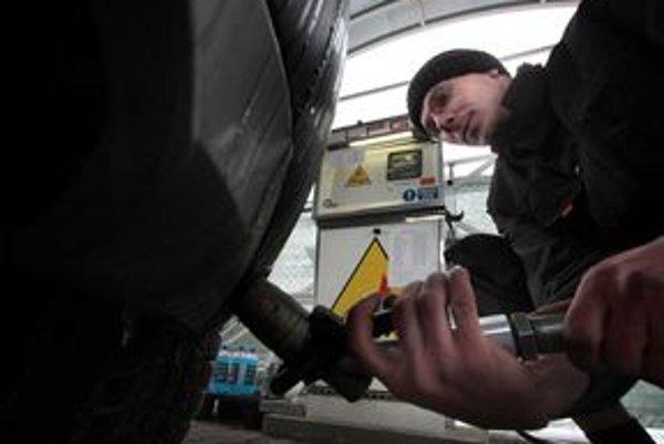 Obmedzenia dodávok zemného plynu sa majiteľov vozidiel prerobených na LPG netýkajú. Skvapalneného plynu bolo dostatok.