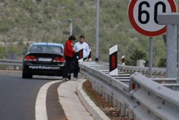 Slováci sa môžu v Chorvátsku spoľahnúť na miestny automotoklub zaradený do medzinárodnej siete asistenčných služieb. Oprava drobnej poruchy na mieste býva lacnejšia ako odtiahnutie auta domov a komplikácie s tým spojené.