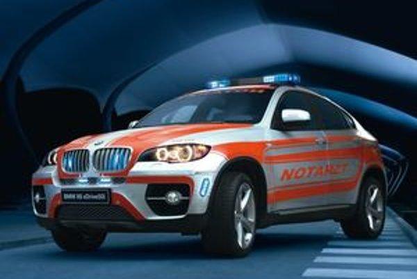 Zovňajšok záchranárskeho vozidla zmenili nápisy a osvetľovacia technika. Pohonné ústrojenstvo pochádza zo sériovej verzie.