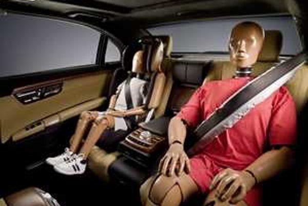 Nafukovací pás zdvojnásobí dotykovú plochu s telom pasažiera a nafúkne sa na objem štyri litre.