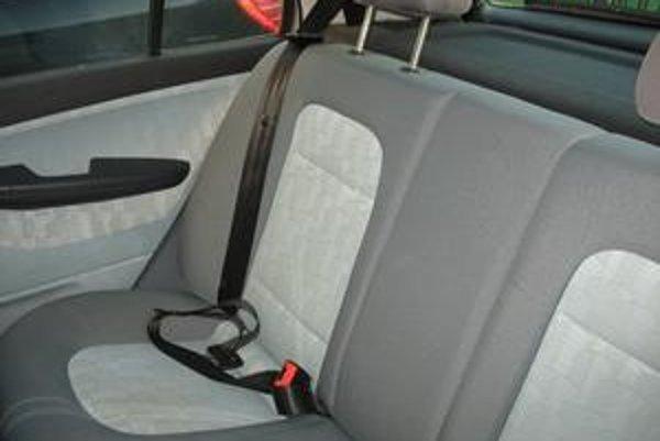 Ak sú k dispozícii bezpečnostné pásy, musíte ich použiť.