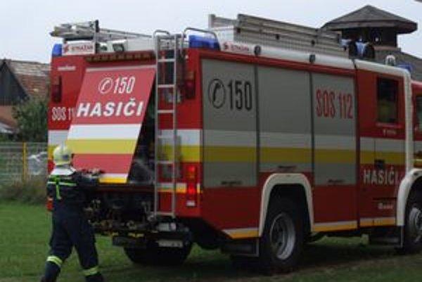 Pri požiar auta zasahovali štyria hasiči z útvaru v Ružomberku.