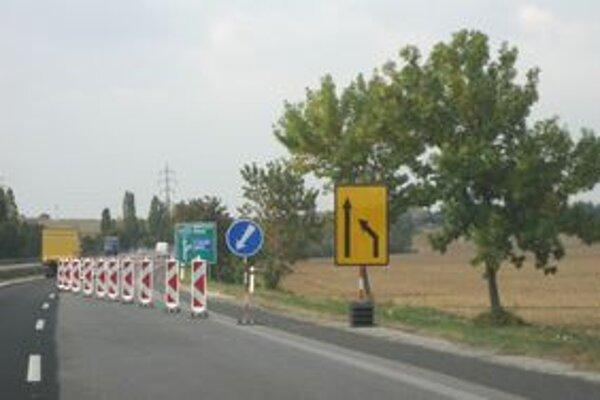Na rýchlostnej ceste platí tento týždeň dopravné obmedzenie, dôvodom sú stavebné práce. Od pondelka cestu pred Nitrou uzavrú úplne, pretože budú demontovať most pri Lehote.