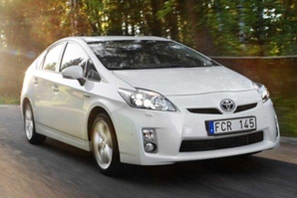 Na cestách jazdí už tretia generácia modelu Prius. Automobilka Toyota v roku generačnej výmeny predala na celom svete 222 898 modelov. Za prvých osem mesiacov to znamená medziročný nárast o deväť percent.