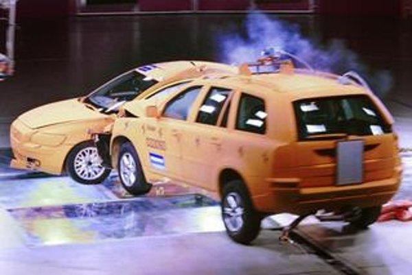 """""""Naše nárazové testy pokrývajú veľkú väčšinu situácií, ku ktorým dochádza pri skutočných kolíziách,"""" povedal prezident inštitútu IIHS Adrian Lund. """"Ocenenie TOP SAFETY PICK umožňuje zákazníkom jednoducho si vybrať najbezpečnejšie vozidlá bez zložitého por"""