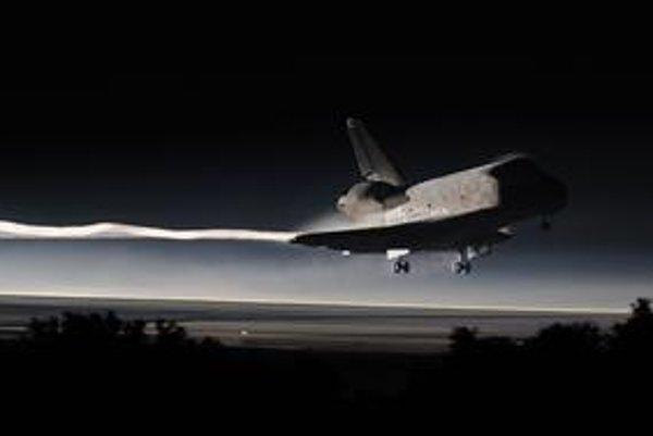 Tesne pred svitaním dosadol na floridskú pristávaciu dráhu raketoplán Atlantis. Nijaký podobný už nikdy nepoletí.