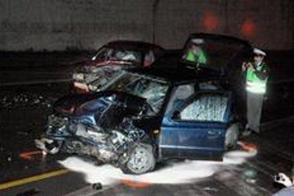 Nehodovosť na Slovensku má stúpajúci trend. V období od januára do novembra 2005 bol počet dopravných nehôd 56 469, v tom istom období v tomto roku stúpol o 2226.