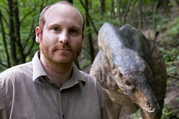 Peter Vršanský (1975) je paleontológ v Geologickom ústave SAV. Zaoberá sa nielen evolúciou švábov a termitov, ale najmä prehistorickými ekosystémami. Zúčastnil sa expedícií v Kanade, na Sahare či na Sibíri. Získal cenu Zikmunda a Hanzelky, cenu rektor