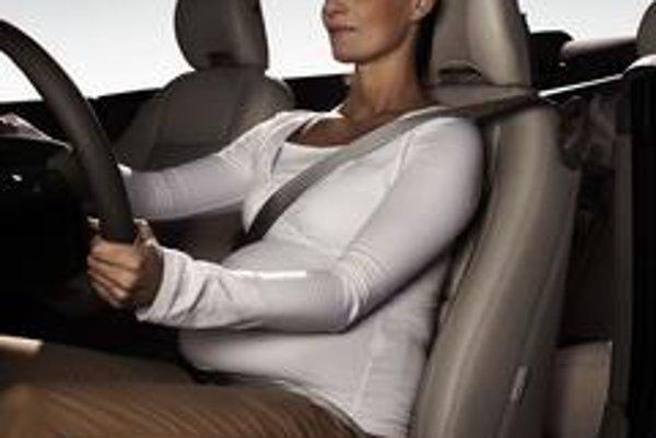 Náš tip:Používajte bezpečnostné pásy z vlastného presvedčenia aj na krátkych vzdialenostiach. Zvlášť v automobiloch vybavených airbagmi..