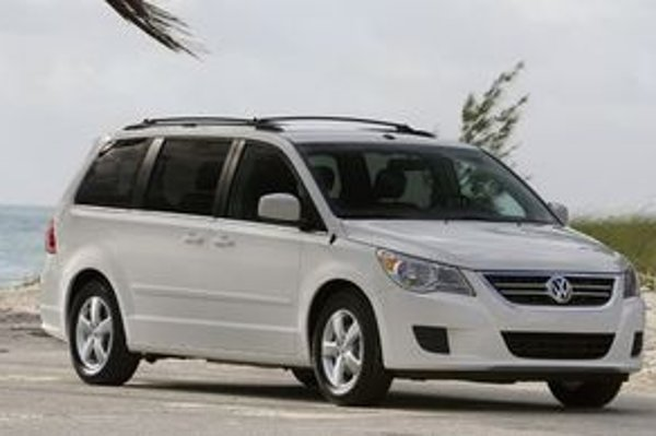 Routan je výsledkom spoločného vývoja s Chrysler LLC, vyrába ho kanadský závod Chrysler vo Windsore. Podobnosť s modelom Voyager nie je náhodná.