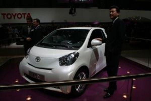 Toyota IQ odvezie troch dospelých a jedno dieťa.