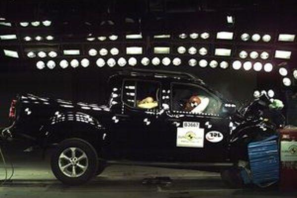 Čelný náraz Nissanu Navara dopadol o poznanie lepšie.