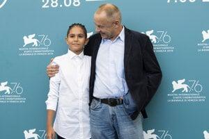 Režisér Václav Marhoul s Petrom Kotlárom, ktorý stvárnil hlavnú úlohu.