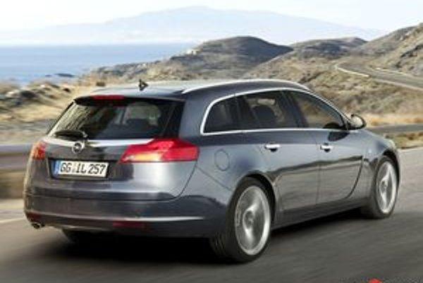 Súčasný model Vectra Caravan potreboval výmenu ako soľ. Otázne je, akú cenu bude mať pokroková novinka Insignia Sports Tourer. Názov je priliehavý, kombi vyzerá dynamicky.Pripomína vám Audi Q7?