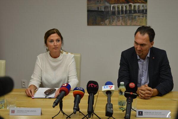 Primátorka mesta Prešov Andrea Turčanová (KDH) a predseda SZĽH Miroslav Šatan.